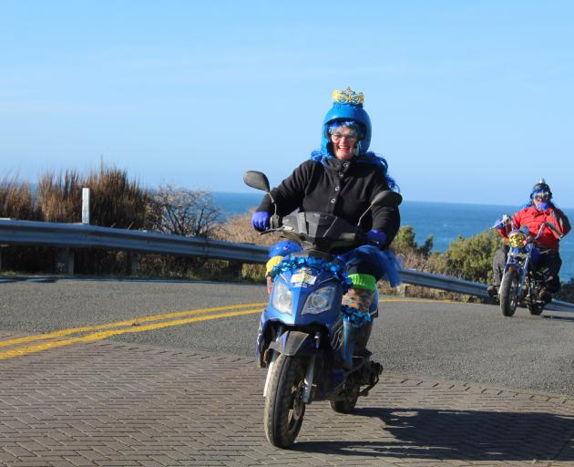 Riders Kim and Charlie McLeod, of Dunedin, leave Stirling Point.