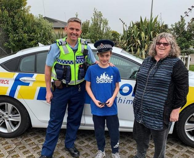 Ryan and Kathie with Sergeant Fleming at the Pokeno station. Photo: Supplied / NZ Police