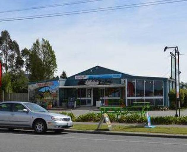 The Springfield Cafe on the western fringe of the Canterbury Plains had received bad reviews on...
