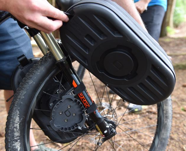 An example of a bag fitting on a front-wheel mount.