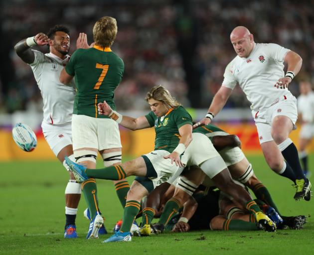 South Africa's Faf de Klerk kicks from the ruck - again. Photo: Getty Images