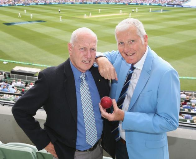 Bob Willis (right) alongside fellow former cricketer Rick McCosker in 2017. Photo: Getty Images