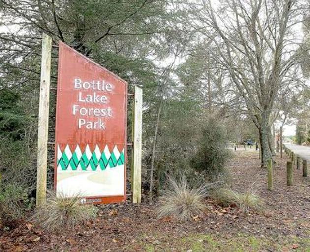 Bottle Lake Forest Park. Photo: Martin Hunter