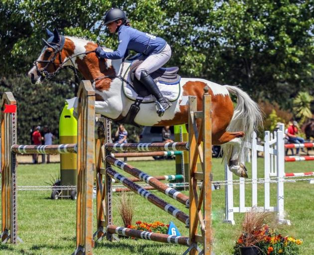 Samantha Gillies and Junior Disco move as one around the course. Photo: Sophie Simpson Photography