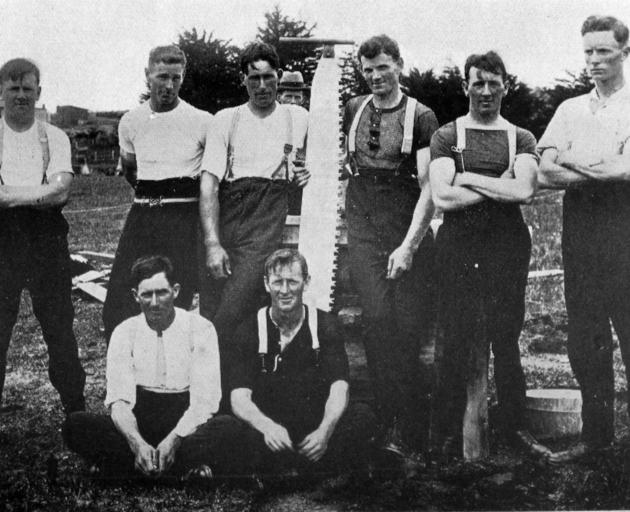 A group of competitors in the sawing events at the recent Owaka sports. — Otago Witness, 20.1.1920.