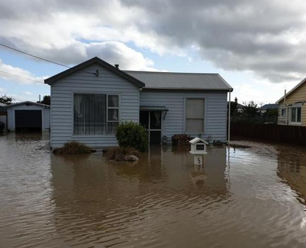 A number of houses in Mataura are still surrounded by floodwaters. Photo: RNZ/Sarah Robson
