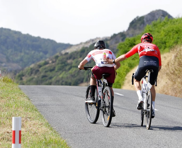 Reon Nolan helps one of his young riders during the 2019 Le Race. Photo: Supplied