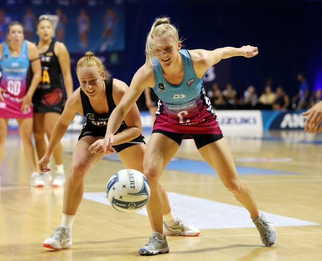 Southern Steel centre Shannon Saunders gets in front of Waikato-Bay of Plenty Magic wing defence...