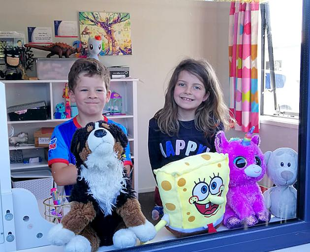 Eddie and Ashlynn McKinnel are ready for other children to spot their teddy bears from afar....