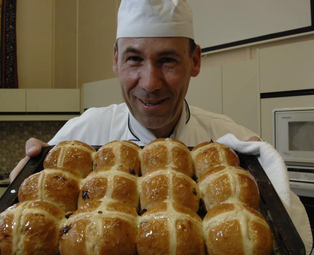Chef Daniel Pfyl shows off a tray of freshly baked hot cross buns. Photo: Linda Robertson