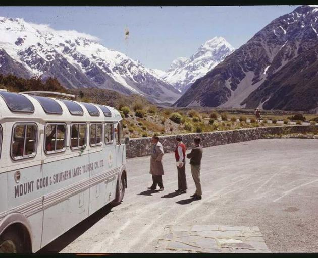 Mt Cook line bus c.1960. Photo: Alexander Turbull Library