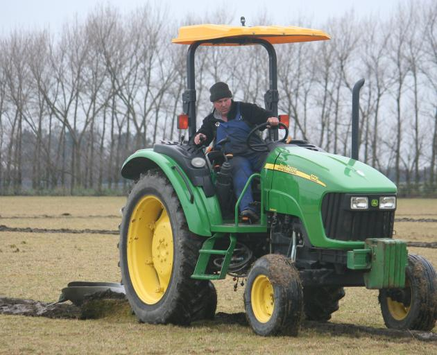 Simon Read competes in the Case IH Silver Plough category.