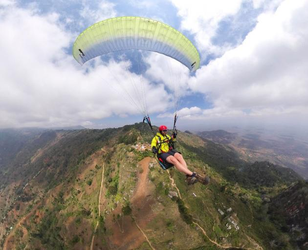 The film follows five New Zealanders on a paragliding adventure in Tanzania with their ultimate...