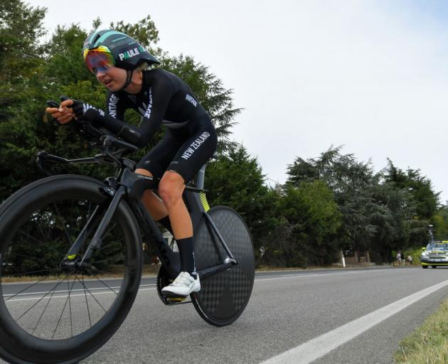 Mikayla Harvey rides at the road cycling world championships in Italy. Photo: Getty Images