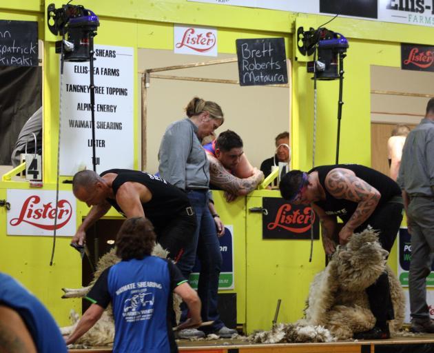 John Kirkpatrick (left) and Brett Roberts go blow for blow in the Waimate Shears final.