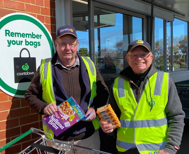 Rotary Dunedin members Bruce Collier (left) and Don McEwan are ready to ask shoppers for support...