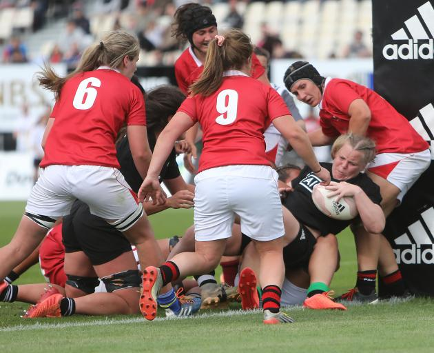 Black Ferns prop Pip Love goes over for a try. Photo: Getty Images