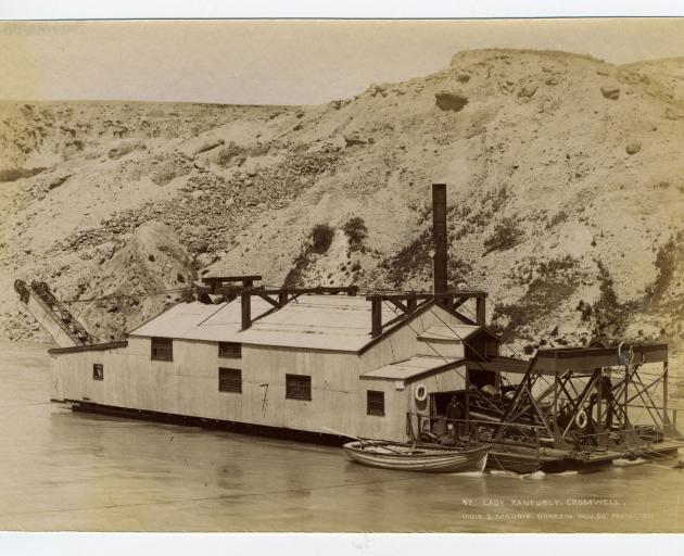 The Lady Ranfurly dredge. 