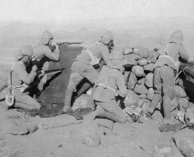Troops defending New Zealand Hill, Slingersfontein, South Africa, on January 25, 1900. Photo: The...