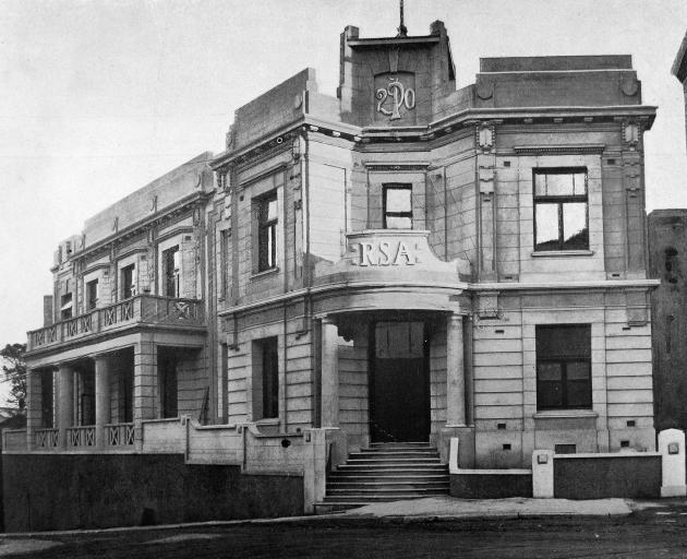 The Dunedin Returned Services Association (RSA) building, Moray Pl/Burlington St corner. - Otago...
