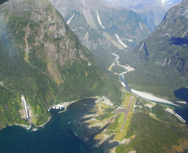 Milford Sound Airport. Photo: Gordon Wrigley/Wikipedia