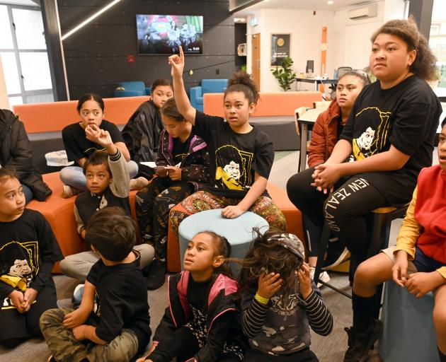 Pacific Incubation Programme — Entrepreneurship (Pipe) children being taught about money by co...