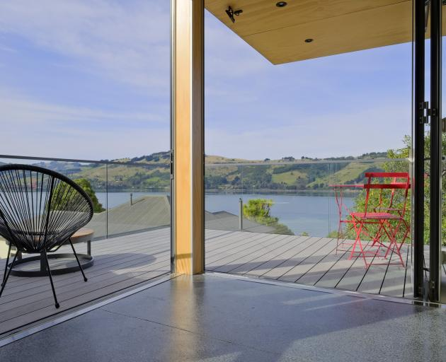 Doors off the dining area fold back to reveal Otago harbour and peninsula. There is a choice of...
