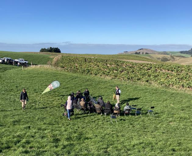 Dr Jim Gibbs shares what he knows about fodder beet with Otago farmers at a recent field day....