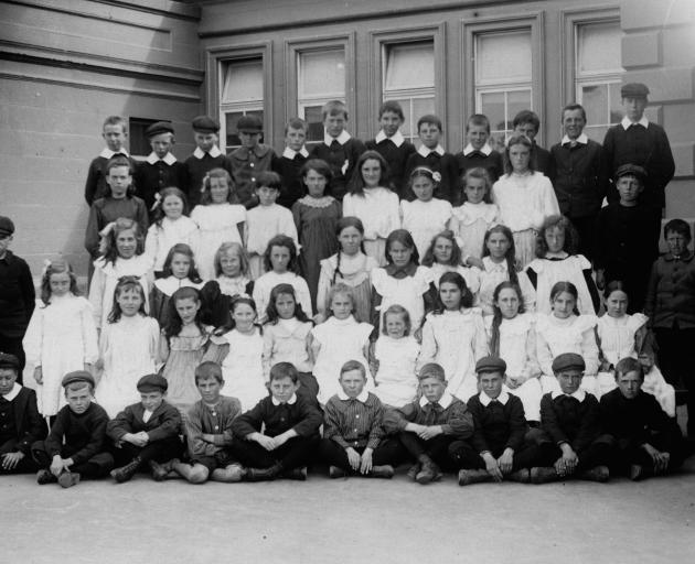 Lydia Harvey is in this 1906 Oamaru Middle School photograph, but historian Julia Laite has not...