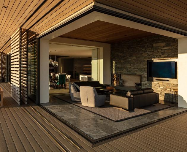 A cantilevered opening allows the southwest corner of the house to be opened up to the deck.