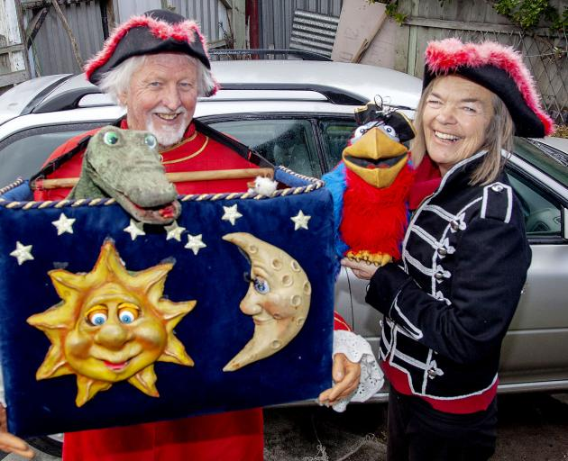 Natural Magic Pirates puppeteers Kerry and Mary McCammon. Photo: Geoff Sloan