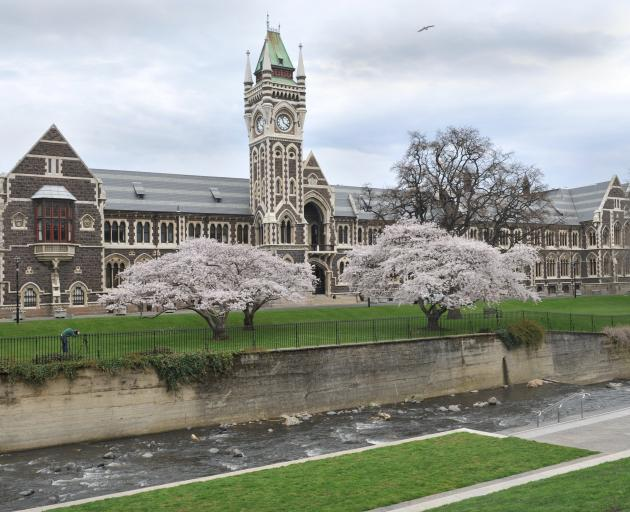 Fears have been raised about the potential for online cheating at New Zealand universities,...