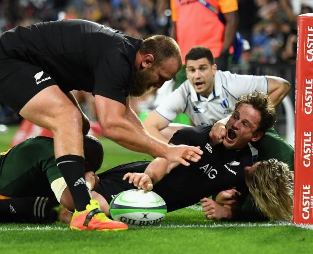 Springbok halfback Faf de Klerk couldn't stop Brad Webber from scoring a try. Photo: Getty Images