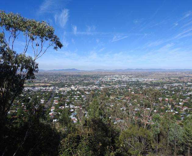 Tamworth,  in the New England region of New South Wales, Australia, has a population of about 60...