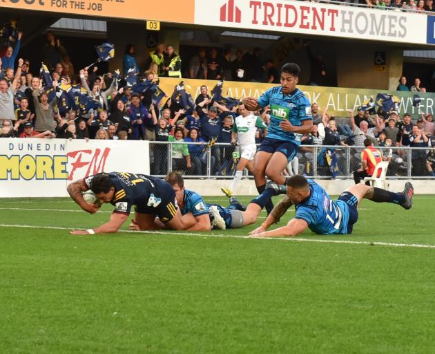 Rob Thompson scores in the corner for the Highlanders. Photo: Gregor Richardson