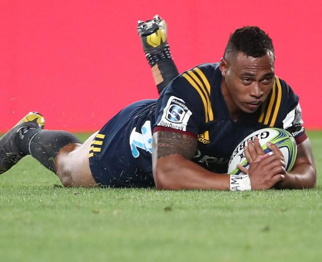Tevita Li capitalised on a botched kick to score for the Highlanders. Photo: Getty Images