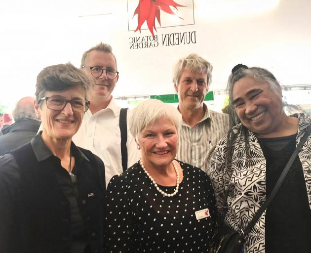 At a function to thanks Friends of the Dunedin Botanic Garden and DBG staff were (from left)...