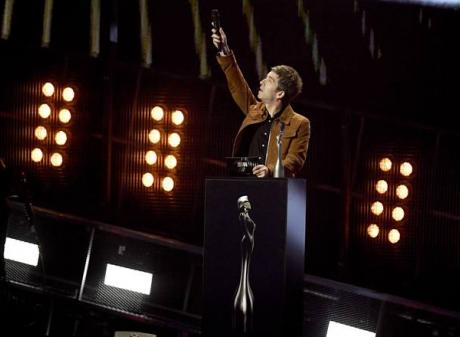"""Noel Gallagher gestures as presents Brit Award for British Album of the Year to David Bowie's """"Blackstar"""". Photo: Reuters"""