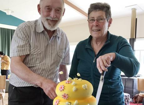 Marking the Dunedin Beekeepers Club's 40th anniversary and cutting into the bee-themed cake are...