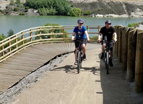 Pip Thomson and Dave Thomson riding on the Lake Dunstan cycle  trail. Photo: Grant Bradley.