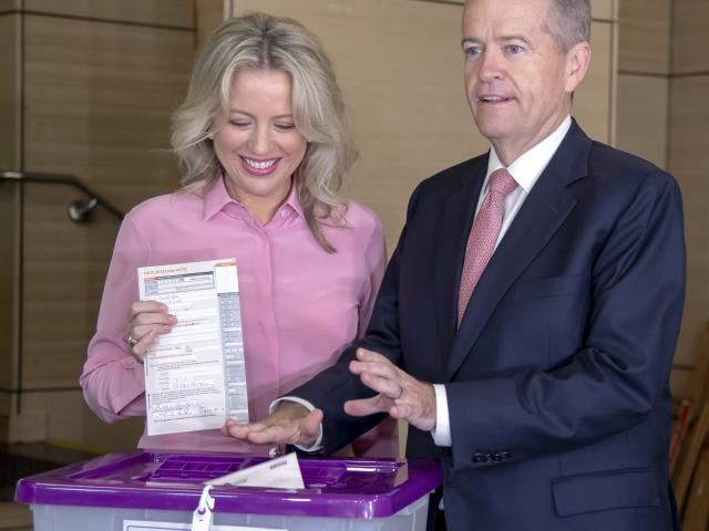 Bill Shorten votes with wife Chloe in Melbourne. Photo: AP