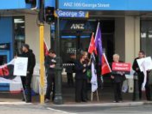 ANZ workers protest against a move to make their hours of work more variable. Photo by Linda Robertson.