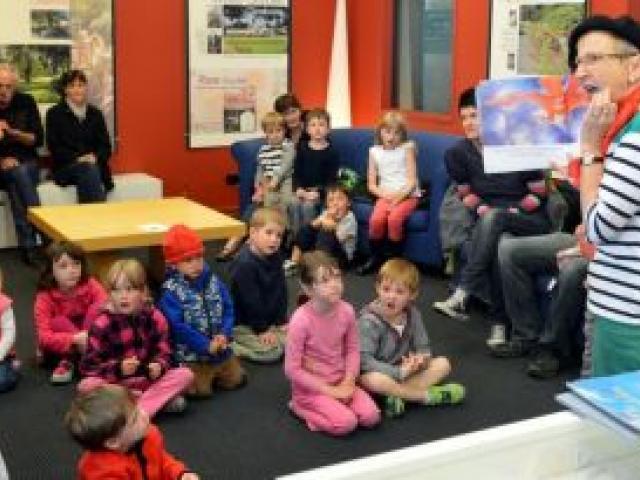 Ann Rennie reads a book to children at the Dunedin Botanic Garden information centre. Photo by Stephen Jaquiery.