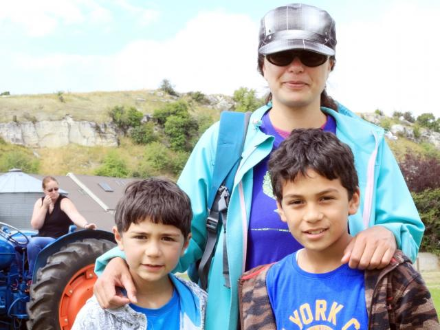 Allan (6), Yvonne and Tama (9) Roberts, all of Oamaru.