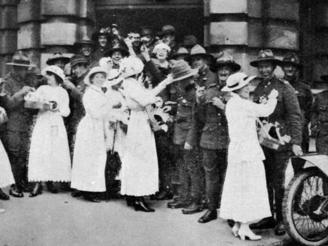 New Zealand soldiers in London buying flowers on Queen Alexandra flower day. — Otago Witness, 30...