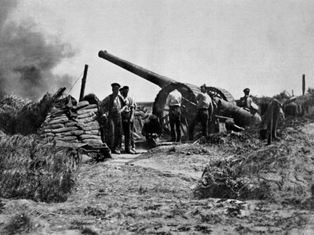 A big gun in action during the British advance on the Western Front. — Otago Witness, 4.10.1916.