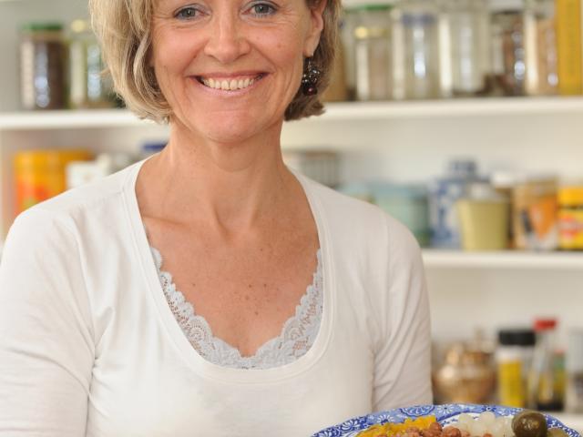 Anneloes de Groot cooking Capucijner or Raasdonder.