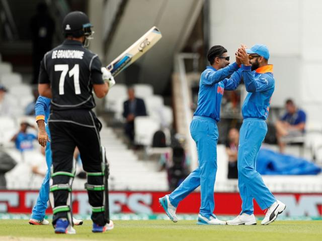 India's Ravindra Jadeja (C) celebrates the wicket of New Zealand's Colin de Grandhomme. Photo:...