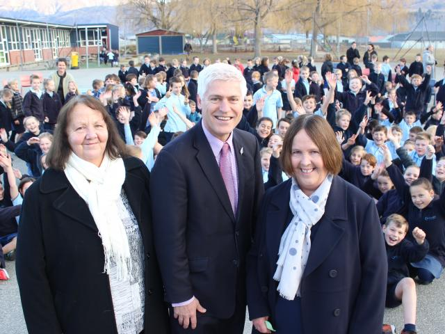 Goldfields Primary School principal Sharon Booth (left), Associate Education Minister Tim...