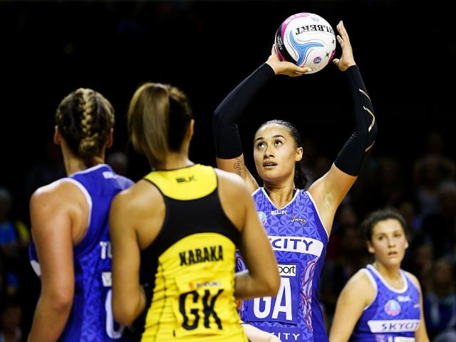 Maria Tutaia shoots for the Northern Mystics. Photo: Getty Images